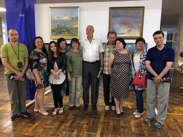 Педагоги училища и первый секретарь ВТОО «СХ России» Боровской Н. И.