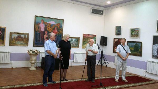 Выступает старейший художник КМВ Гайдин А. Н.